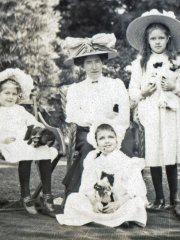 41bcrop-Gladys-Miss-Linton-Elaine-Dorothy-1914Comp.jpg