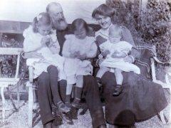 48a-Grandfather-Roger-Oakden-Miss-Thorn-Elaine-Dorothy-Gladys-Bramshall-1906Comp.jpg